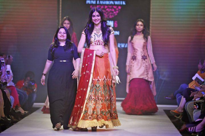 6th_Edition_Pune_Fashion_Week_2016_Actress_Adah_Sharma_with_Designer_Sangeeta_Sharma