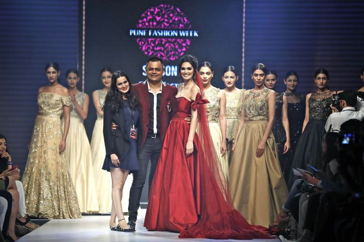 6th_Edition_Pune_Fashion_Week_Actress_Bruna_Andullah_with_Badal_Saboo,_MD_Pune_Fashion_Week_and_Designer_Nitya_Bajaj_showstopper